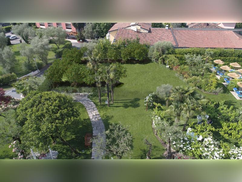 Studio di Architettura Fattori Fausto - Hotel Olivi Sirmione - progetto copertura parcheggio con solaio post teso - dopo 4